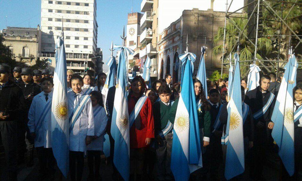 Los actos protocolares por la Revolución de Mayo comenzarán con el izamiento de la bandera