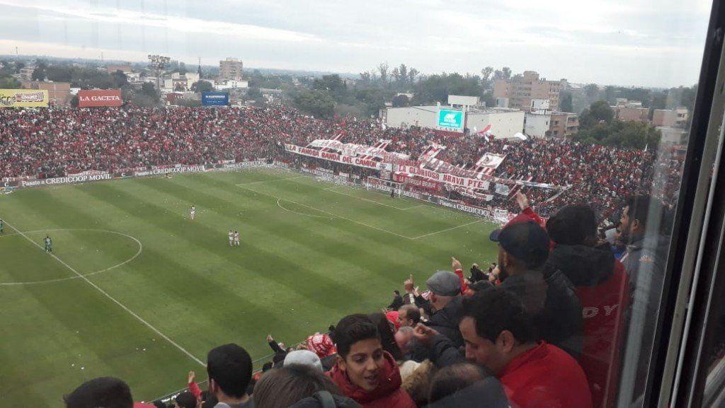 Según La Deportiva, un espectador del partido del Santo agredió a periodistas de Junín