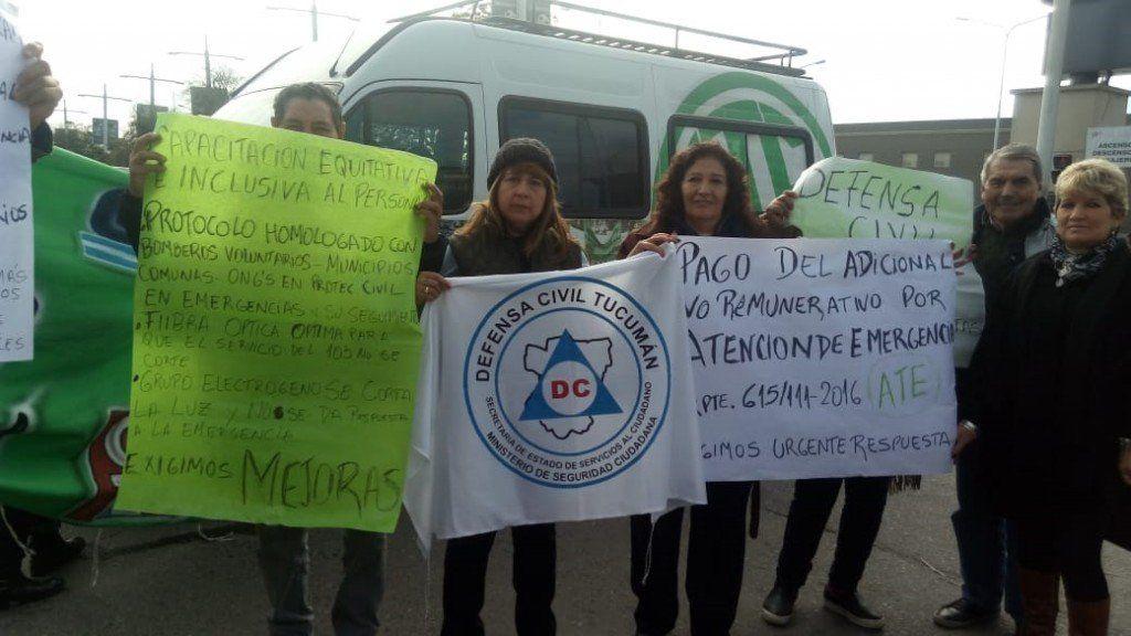 Trabajadores de Transporte y de Defensa Civil levantaron la protesta