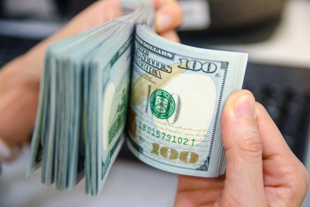 Sin el techo del BCRA, el dólar alcanzó un récord de $ 25,98