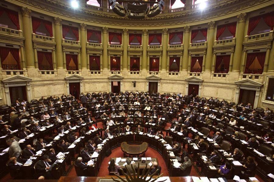 A un día de la votación por el aborto legal, 27 diputados podrían inclinar la balanza