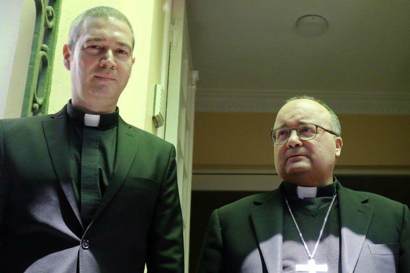 Sacerdotes del Vaticano llegan a Chile para tratar casos de abuso