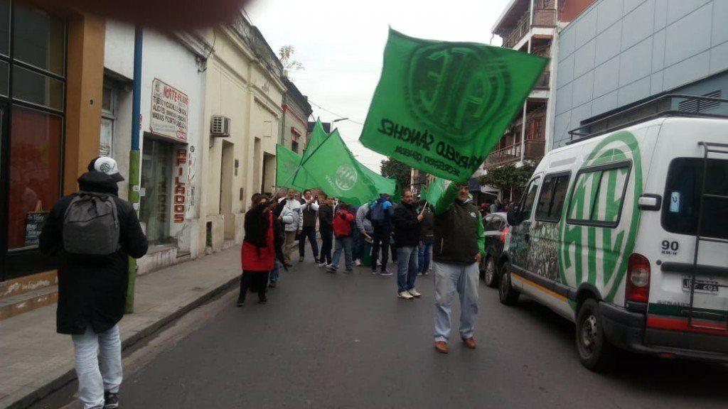 Continúan las protestas en la Secretaría de Trabajo
