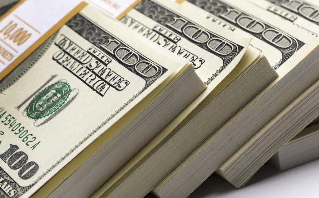 El dólar alcanzó un pico de $27,51 sin la intervención del Banco Central