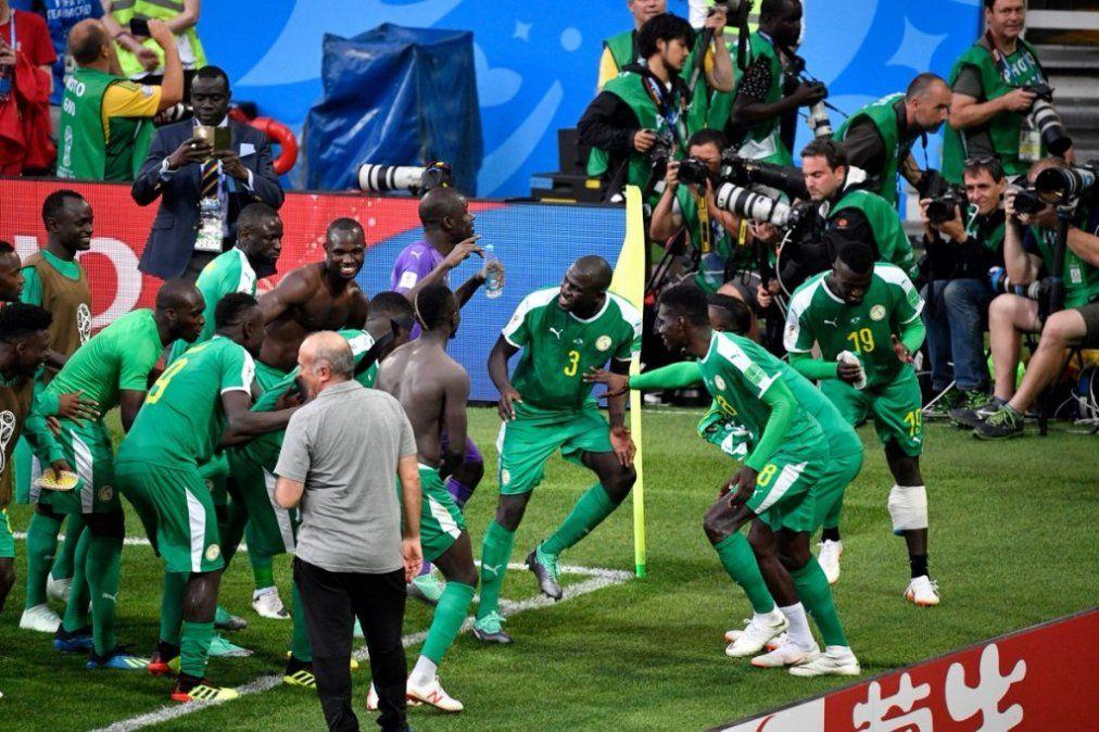 La primera fecha cerró con otra sorpresa: Senegal le ganó a Polonia