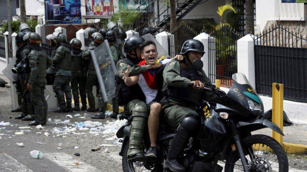 Sancionan a dirigentes del chavismo por violaciones a los derechos humanos