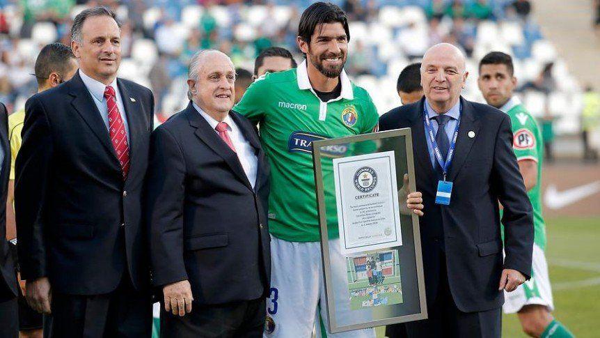 Abreu firma con el club 27 de su carrera: Magallanes de Chile