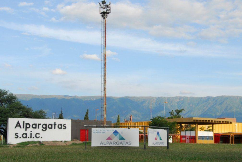Descartaron el cierre de las fábricas de Alpargatas en Catamarca
