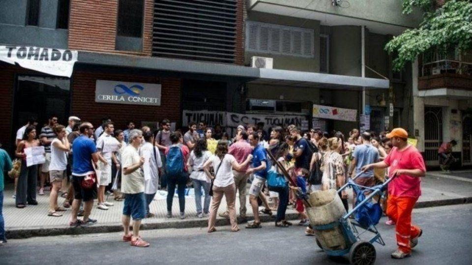 Becarios del Conicet vuelven a protestar por salarios y reconocimiento