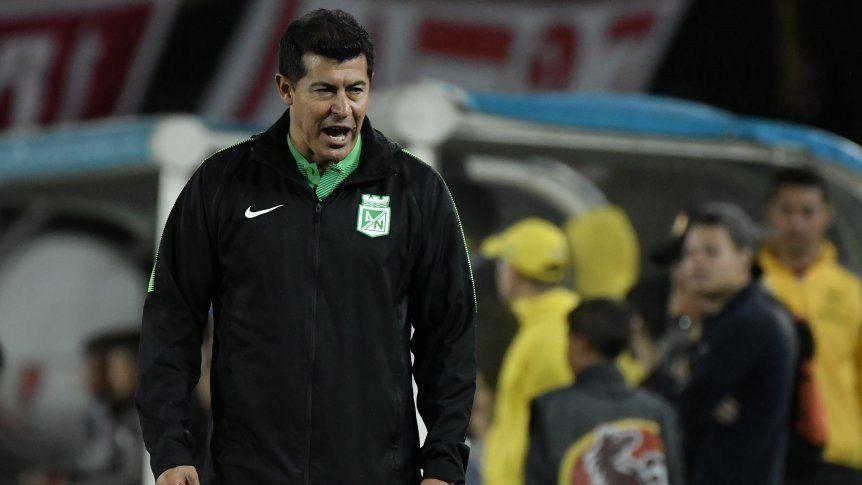 Dos semanas de suspensión para Almirón en Colombia