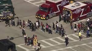 Estados Unidos: las autoridades de Florida confirman al menos 14 víctimas en un tiroteo en una escuela secundaria