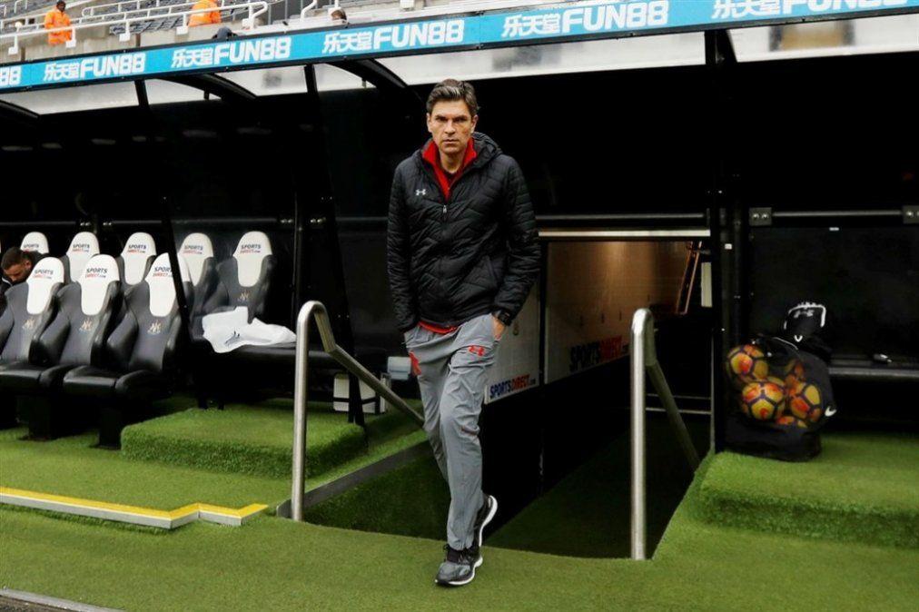 Un entrenador argentino deja su puesto en la liga inglesa