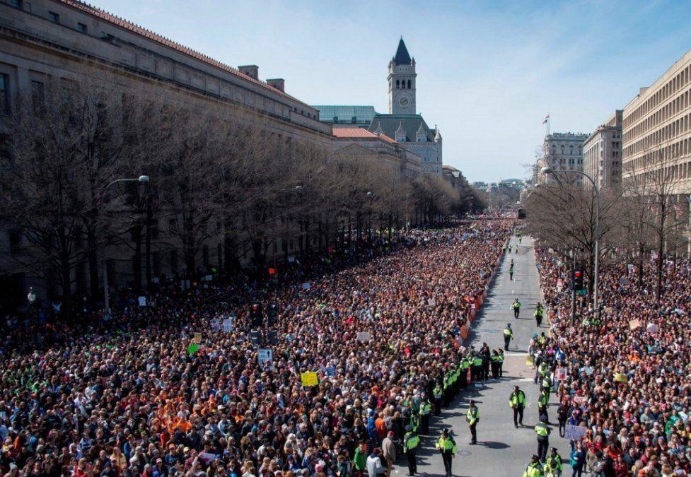 Un millón de personas reclamaron en las calles de Estados Unidos para reforzar el control de las armas