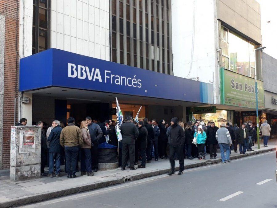 Protesta en el Banco Francés