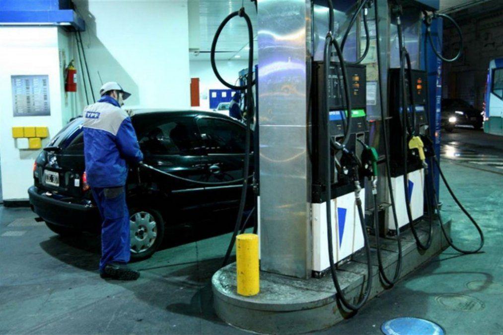 Crece la venta de nafta y baja la de GNC