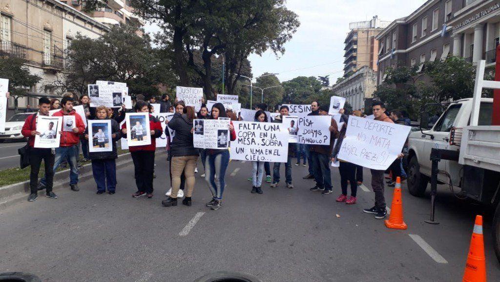 Protestaron en tribunales penales por la liberación del asesino de Javier Molina