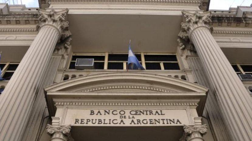 El dólar sigue retrocediendo en los primeros días de Caputo al frente del BCRA
