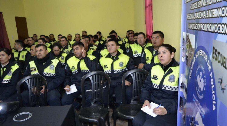 Personal de Policía recibió una capacitación en seguridad vial