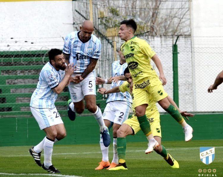 Defensa y Justicia logró empatar a Atlético a poco del final