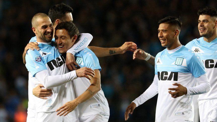 Racing aprovechó sus momentos y venció a Vélez