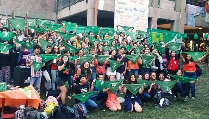 Hubo ocho denuncias por persecución y amenazas a estudiantes por manifestarse a favor del aborto