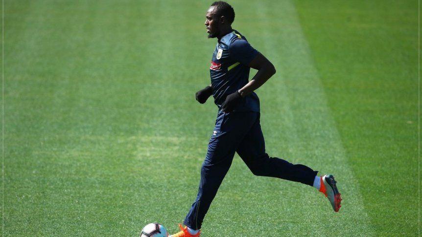 Bolt y su primer entrenamiento como futbolista profesional