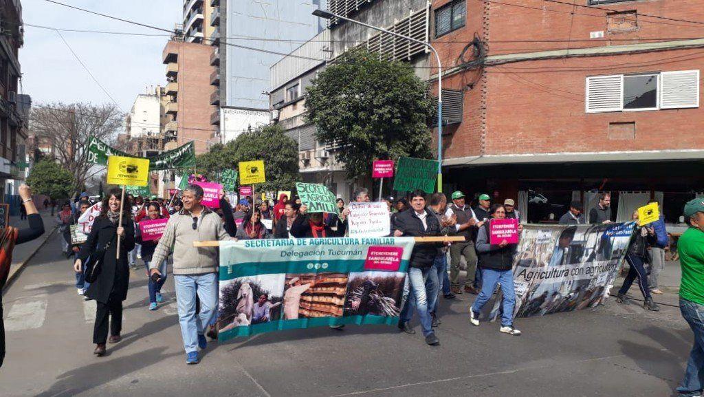 Trabajadores de Agricultura Familiar se hacen sentir en plaza Independencia