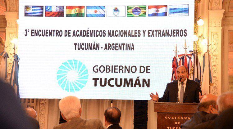 Destacan la importancia de los académicos para el crecimiento de un país