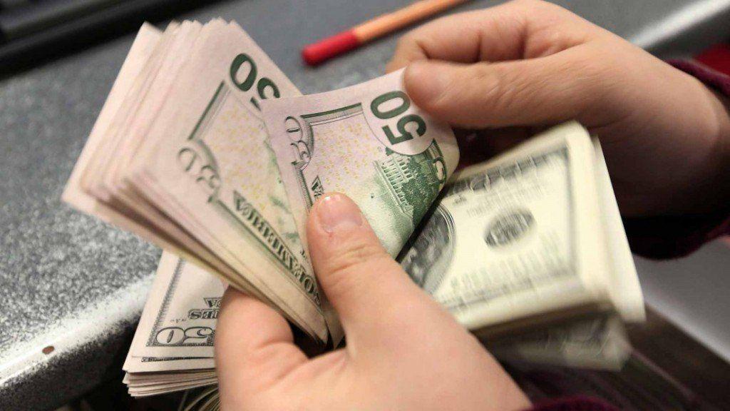 A pesar de acciones del Banco Central, el dólar vuelve a su techo histórico