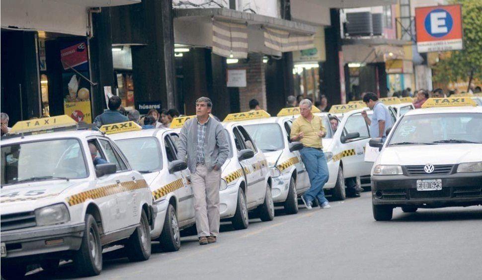 Taxistas protestan ante la negativa de habilitar más paradas tubo