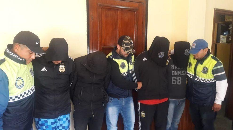 Atacaron a policías para defender a presuntos delincuentes