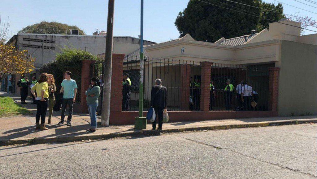 Falleció la mujer herida en su casa por una bala perdida