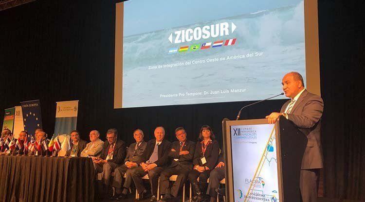 Juan Manzur participó de la XII Cumbre Hemisférica de Alcaldes en Uruguay