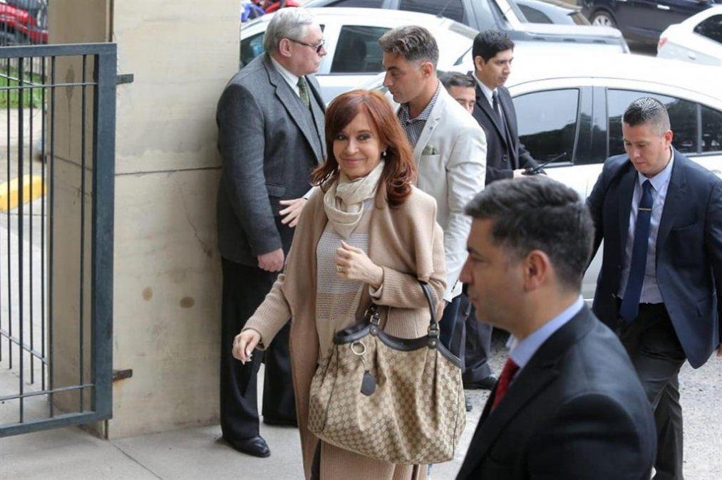 Cristina Fernández de Kirchner presentó un escrito y se negó a responder preguntas