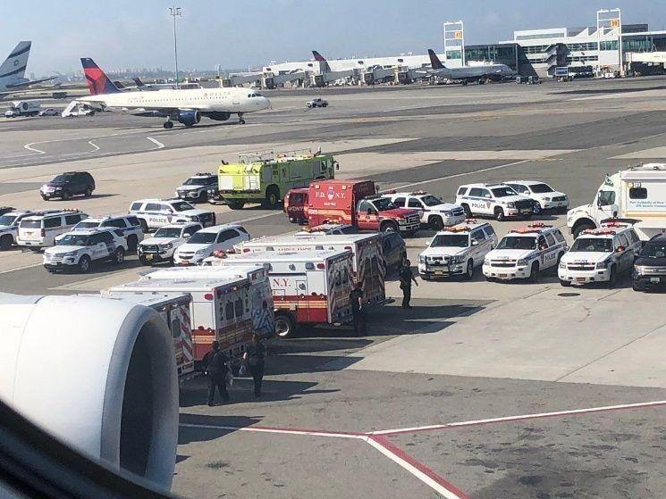 Un avión llegó a Nueva York con varios pasajeros descompuestos