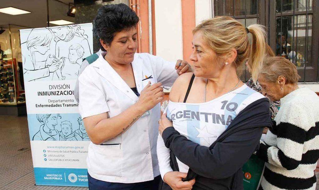 Los tucumanos pueden vacunarse gratuitamente en peatonal Muñecas