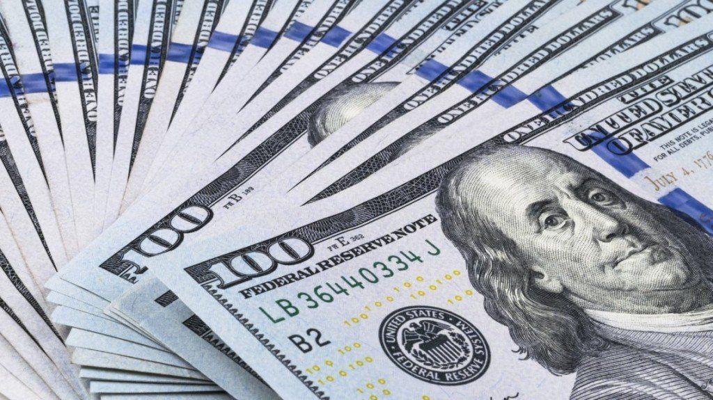 Sin intervención del Banco Central, el dólar cayó 88 centavos a $38,40