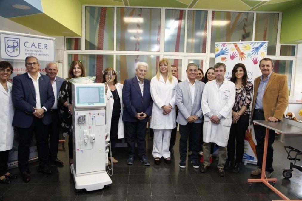 El hospital de Niños recibió la donación de un equipo para hemodiálisis