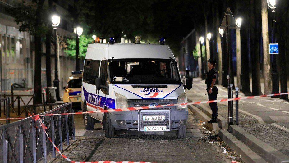 Un hombre atacó a cuchillazos a siete personas y fue detenido en París