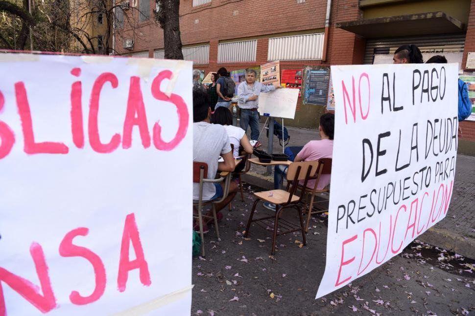 Los docentes universitarios tucumanos recibirán sus sueldos pese a los paros