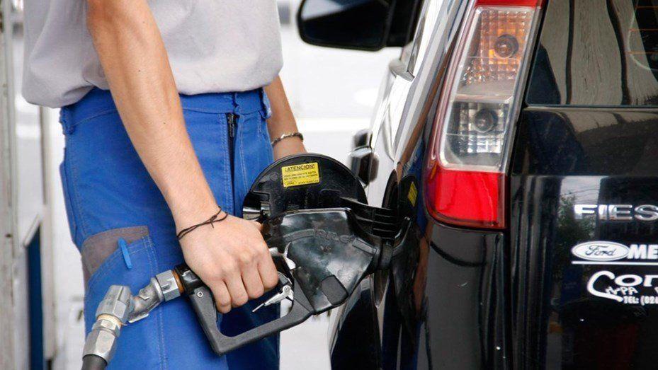 Publicarán un esquema de precios para las naftas en todas las provincias