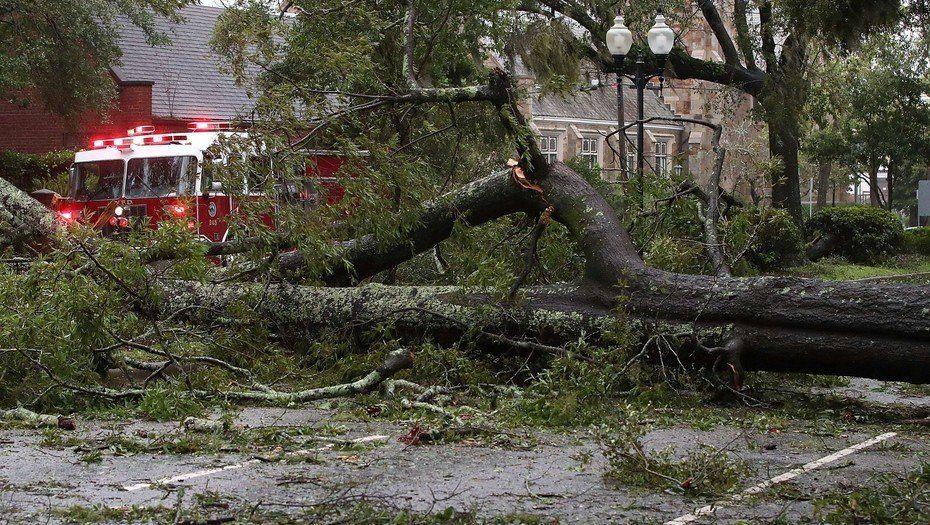 Florence se degrada a tormenta tropical, pero a su paso deja 5 muertos