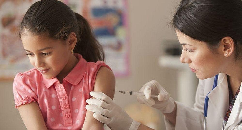 Estiman que la vacuna de meningitis a niños de 11 años se reanudará a fin de año