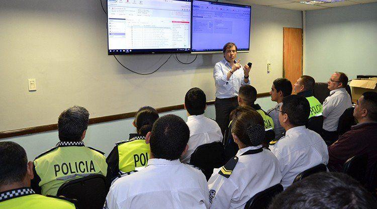 Capacitaron al personal del  911 sobre el uso de pulseras electrónicas