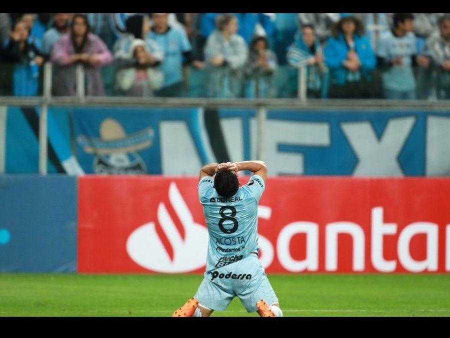 El último campeón goleó al Deca y será el rival de River en las semis de la Libertadores