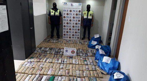 La Policía incautó 150 kilos de hojas de coca y aprehendió a dos personas