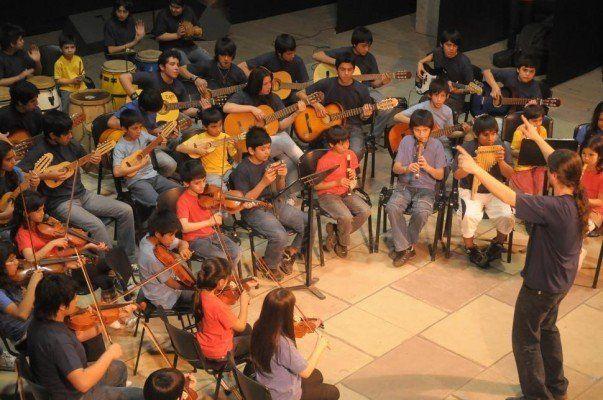 Niños y adolescentes brindaron un concierto por el Día de la Madre