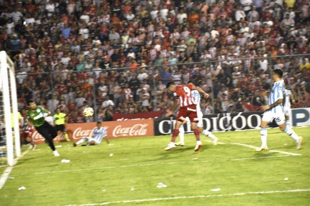 San Martín heróico: lo dio vuelta con uno menos y le ganó a Racing 2-1