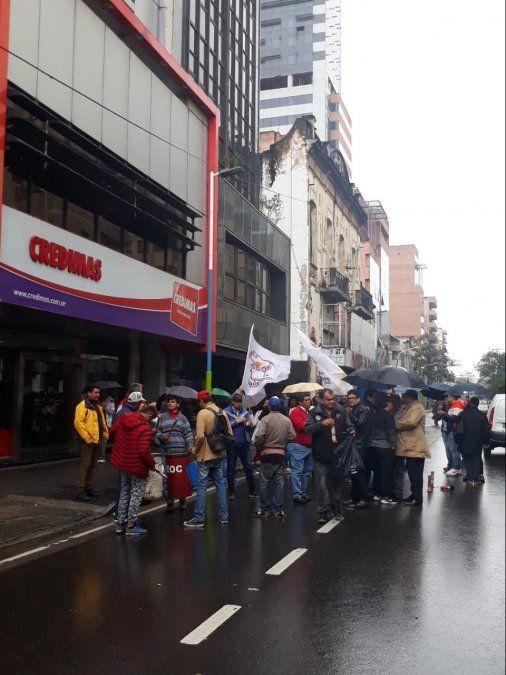 Seoc protesta por el despido de empleados de una tarjeta de crédito
