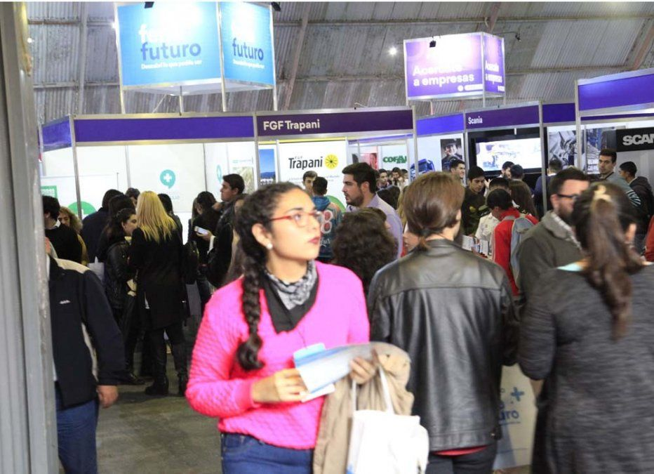 Miles de estudiantes visitan la Feria Futuro